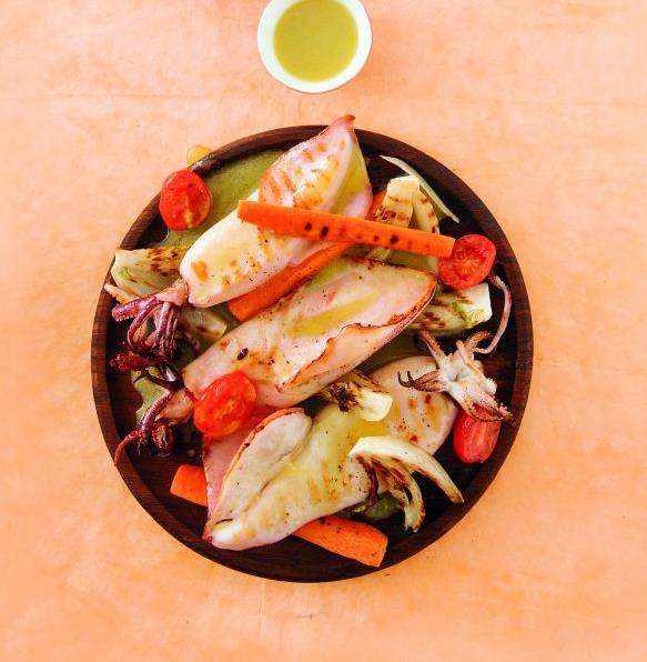 Καλαμάρια με ψητά λαχανικά στη σχάρα   tovima.gr