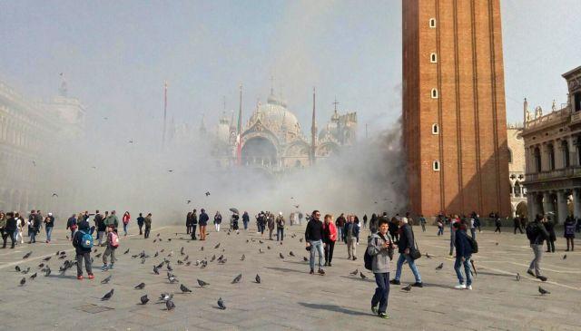 Επίδοξοι ληστές έριξαν καπνογόνα στην πλατεία του Αγίου Μάρκου στη Βενετία | tovima.gr