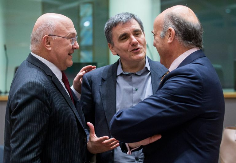Τσακαλώτος – Αχτσιόγλου – Χουλιαράκης: Παραμένουν Βρυξέλλες για να κλείσουν την αξιολόγηση | tovima.gr