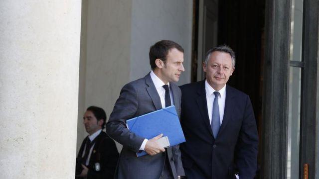 Αλλα δύο μέλη της κυβέρνησης Ολάντ στηρίζουν τον Μακρόν | tovima.gr