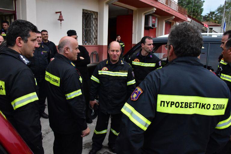 Ανάγκη για λύση στα  καυτά προβλήματα των πυροσβεστών | tovima.gr