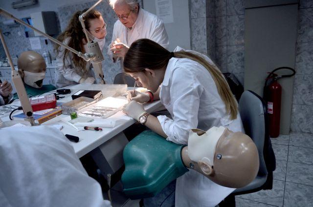 Επιστολή διαμαρτυρίας 320 φοιτητών Οδοντιατρικής Σχολής Αθηνών | tovima.gr
