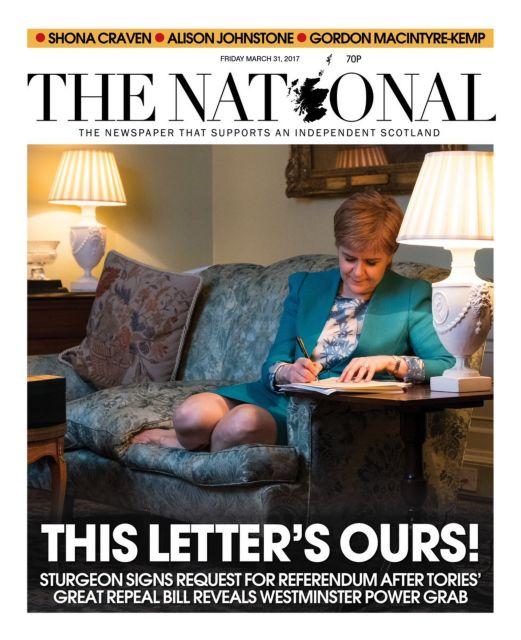 Χαλαρή στον καναπέ, η Στέρτζεον γράφει επιστολή προς Λονδίνο   tovima.gr