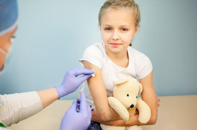 Ανοίγει ο δρόμος για να γίνονται όλα τα παιδικά εμβόλια σε μία και μόνη δόση | tovima.gr