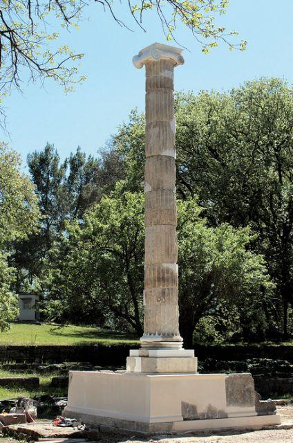 Ολυμπία: Αναστηλώθηκε σπάνιος κίονας της εποχής των Πτολεμαίων | tovima.gr