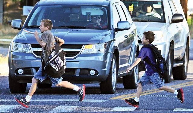 Γιατί τα παιδιά πασχίζουν να περάσουν τους δρόμους με ασφάλεια | tovima.gr