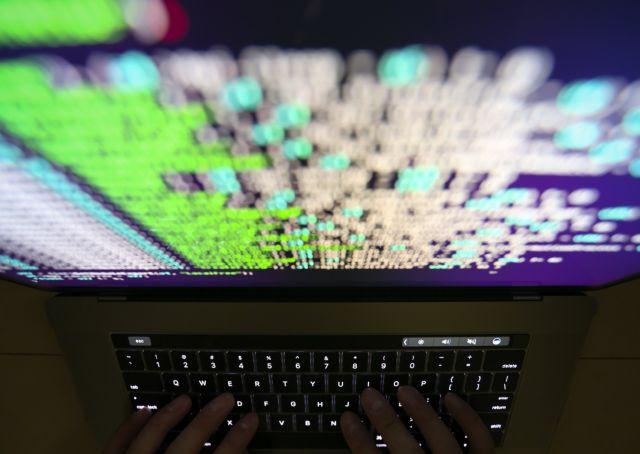 Πρώην στέλεχος Facebook: Φόβοι για παρέμβαση χάκερς στις ενδιάμεσες εκλογές των ΗΠΑ | tovima.gr