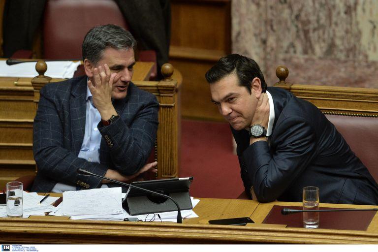 Mammoth budget cuts, incremental tax cuts in omnibus bill   tovima.gr
