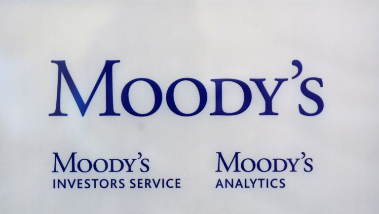 Moody's: Απειλεί να υποβαθμίσει την Ιταλία | tovima.gr