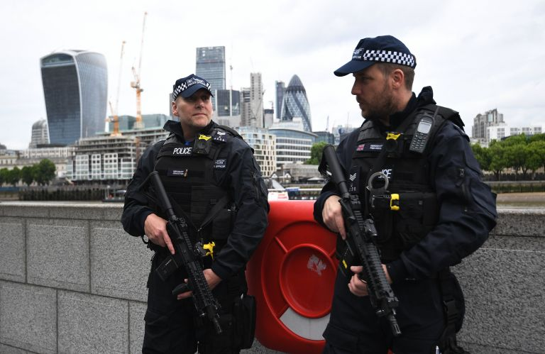 Θύμα επίθεσης με μαχαίρι γυναίκα στο ανατολικό Λονδίνο | tovima.gr