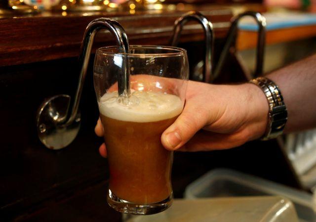 Ιρλανδία: Μετά από 90 χρόνια σερβίρουν αλκοόλ Μ. Παρασκευή | tovima.gr