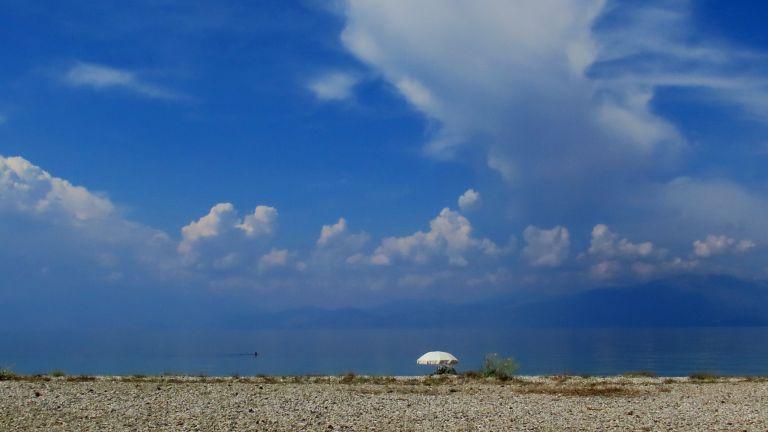 Αίθριος ο καιρός : Στους 35 βαθμούς η θερμοκρασία με αυξημένη συννεφιά | tovima.gr