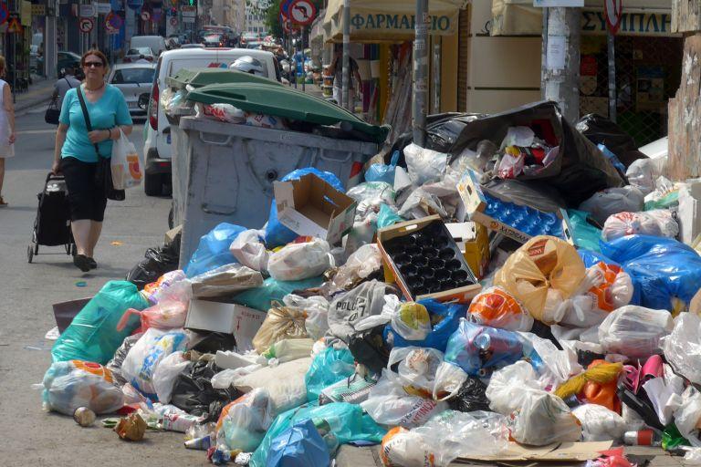 Παρέμβαση Τσίπρα προκειμένου να βρεθεί λύση για τα σκουπίδια   tovima.gr