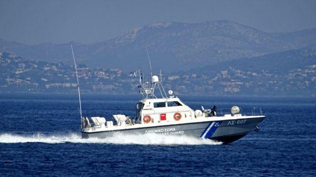 Σύρος: Εισροή υδάτων σε περιπολικό σκάφος του Λιμενικού Σώματος | tovima.gr