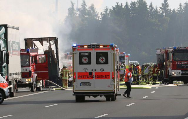 Γερμανία: Ενας νεκρός σε τροχαίο μεταξύ βελγικού λεωφορείου και φορτηγού   tovima.gr