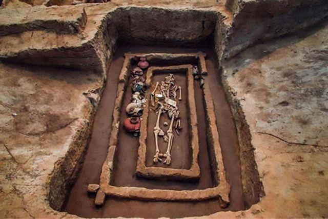 Νεκροταφείο αρχαίων «γιγάντων» ανακαλύφθηκε στην Κίνα | tovima.gr