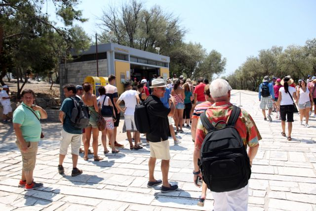 Major increase in early tourist reservations from UK | tovima.gr