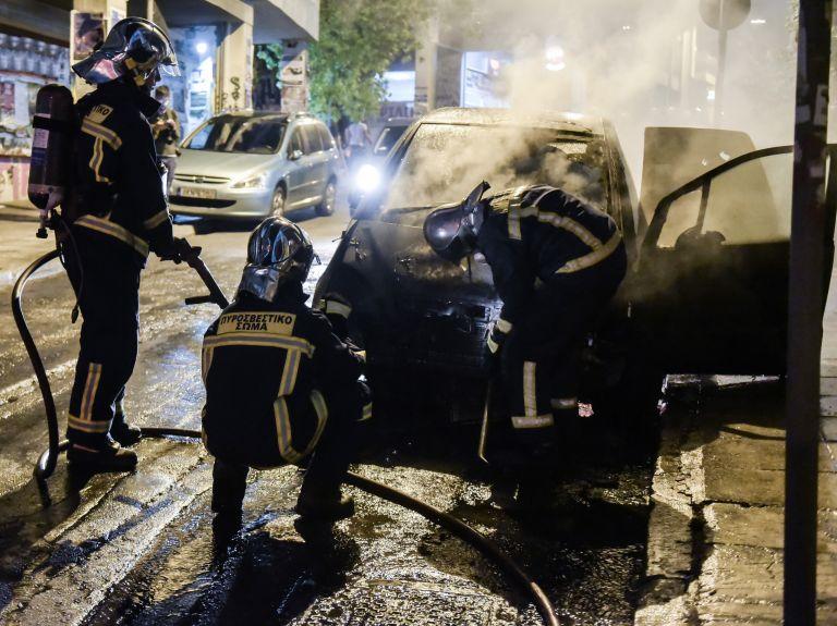 Αναρχικοί έβαλαν φωτιά στο αυτοκίνητο συμβολαιογράφου | tovima.gr