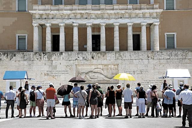 Πώς μας βλέπουν οι τουρίστες: Φιλόξενοι οι Ελληνες αλλά…   tovima.gr