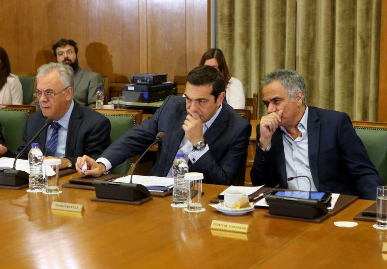 Κυβέρνηση: Δεν θέλουμε να αναδειχθεί σε μείζον διπλωματικό επεισόδιο με την Τουρκία η υπόθεση των δύο στρατιωτικών | tovima.gr