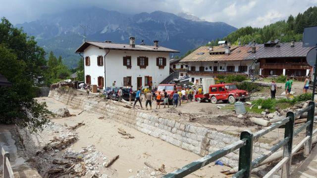 Ιταλία και Αυστρία: Μαζί με τον καύσωνα, ήρθαν οι πλημμύρες λάσπης | tovima.gr