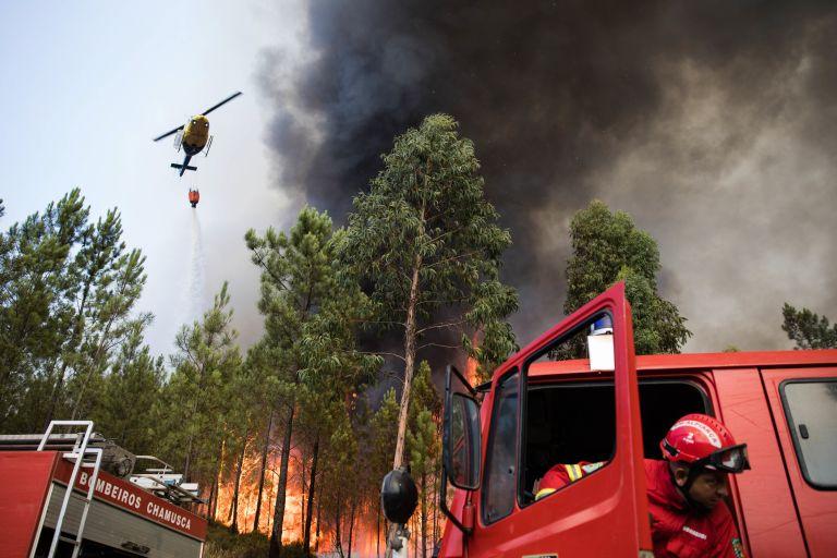 Πορτογαλία: Συνετρίβη ελικόπτερο που συμμετείχε σε κατάσβεση πυρκαγιάς – Νεκρός ο πιλότος | tovima.gr