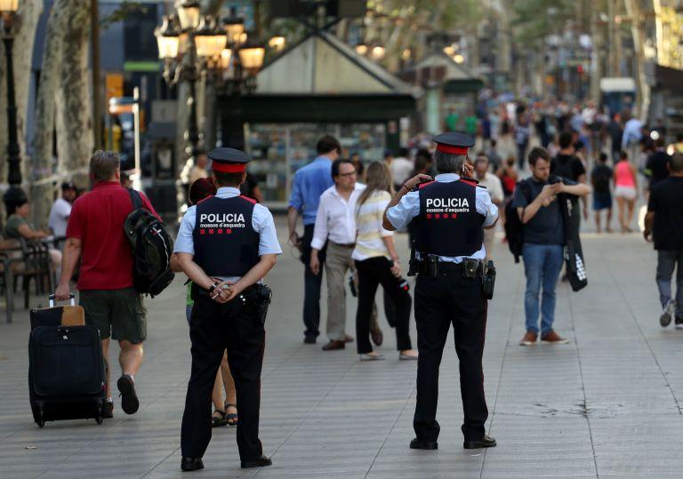 Συνεχίζονται οι έρευνες στην Καταλονία – Ενας δράστης καταζητείται, ένας ιμάμης αγνοείται – Στους 15 οι νεκροί   tovima.gr