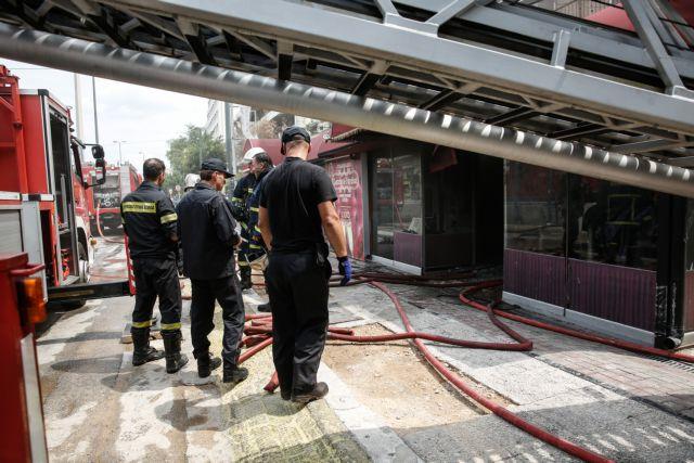 Μερική κατάρρευση κτιρίου στην οδό Καραΐσκου στον Πειραιά | tovima.gr