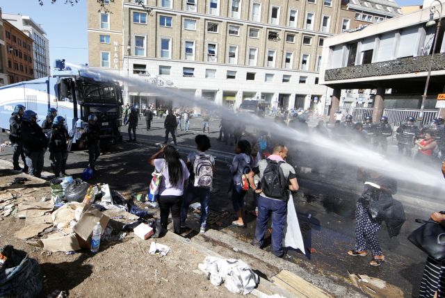 Ιταλία: Σε διαμερίσματα πρόσφυγες που εκδιώχθηκαν βιαίως από πλατεία της Ρώμης | tovima.gr
