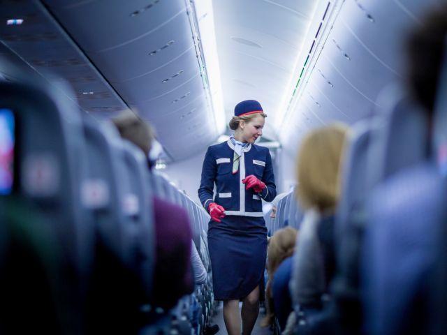 Παρελθόν η φούστα στη γυναικεία στολή αεροπορικής εταιρίας | tovima.gr