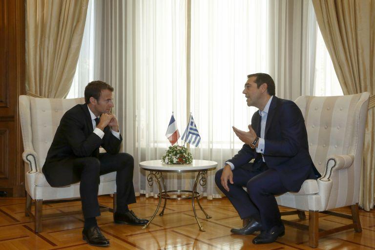 Όλα όσα δεν έδειξαν οι κάμερες στην επίσκεψη Μακρόν | tovima.gr