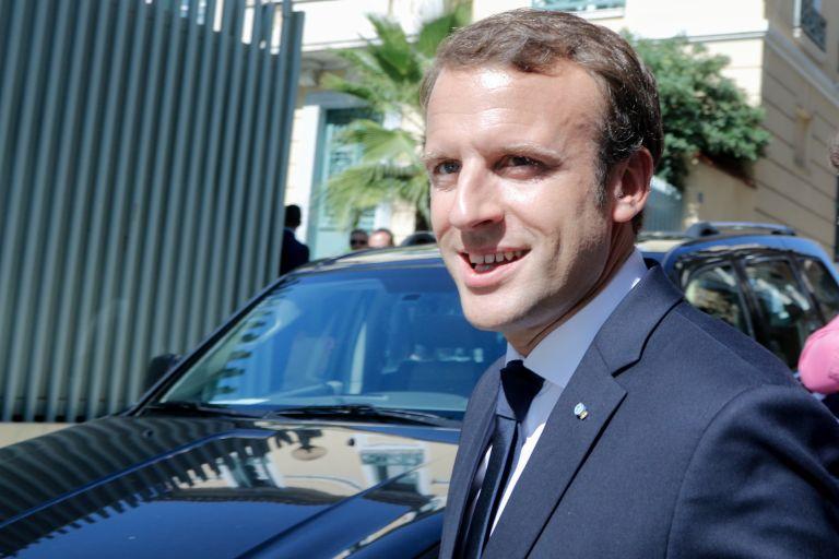 Μακρόν: «δημοκρατικός μονάρχης» με υψηλή δημοτικότητα | tovima.gr