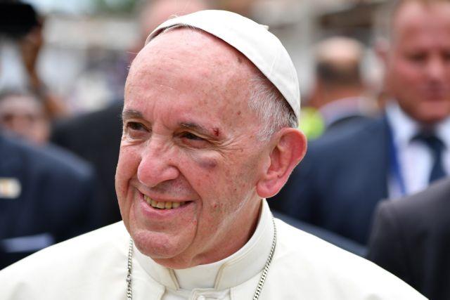 Στο πρόσωπο χτύπησε ο Πάπας Φραγκίσκος αλλά είναι καλά   tovima.gr