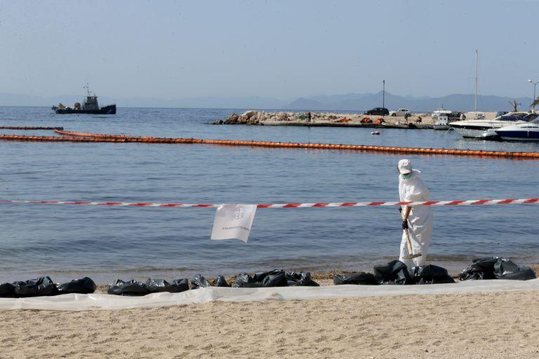 Το υπουργείο Ναυτιλίας ζητά από τον Δήμο Πειραιά στοιχεία σκαφών που επλήγησαν από την ρύπανση   tovima.gr