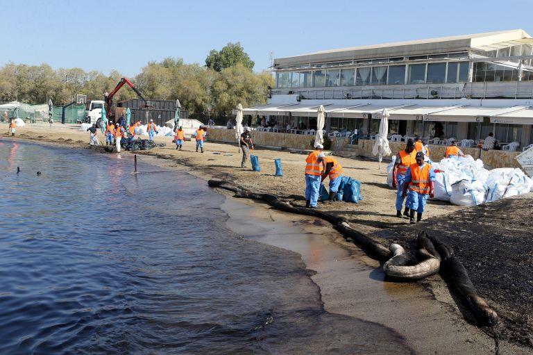 Βελτιωμένη η κατάσταση στις ακτές που επλήγησαν από την ρύπανση | tovima.gr