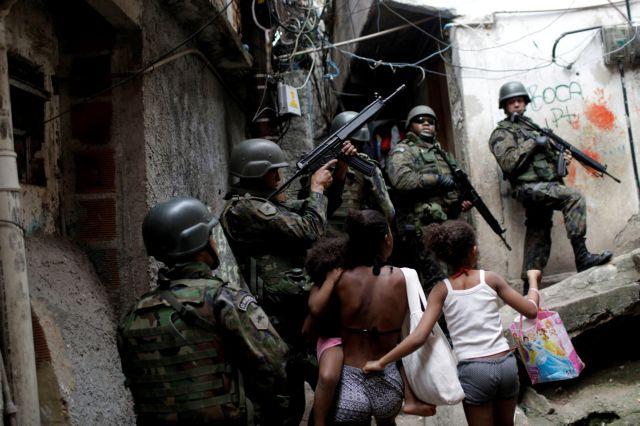 Βραζιλία: Στρατιωτική επέμβαση σε φαβέλα λόγω συγκρούσεων συμμοριών   tovima.gr