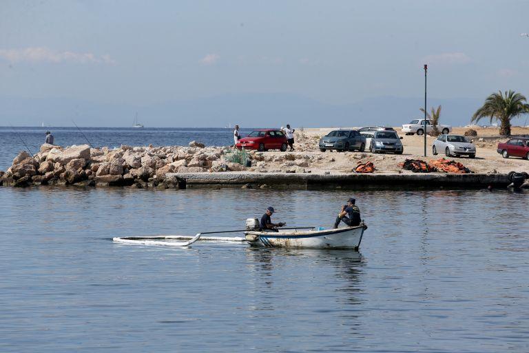 Δύτες στα Σελήνια Σαλαμίνας για εργασίες απορρύπανσης βυθού | tovima.gr