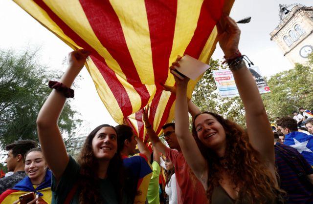 Η Μαδρίτη απειλεί, η Βαρκελώνη επιμένει | tovima.gr