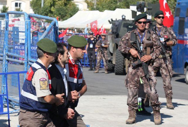 Νέο μπαράζ συλλήψεων αξιωματικών του στρατού στην Τουρκία | tovima.gr