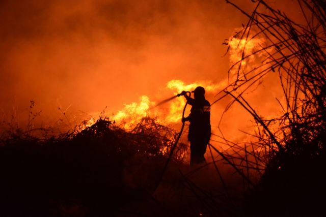 Καίγεται για δεύτερη μέρα η περιοχή Πισσώνα Ευβοίας | tovima.gr