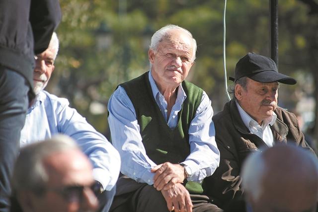 Μικρότερη από 600 ευρώ είναι μία στις τρεις συντάξεις γήρατος   tovima.gr