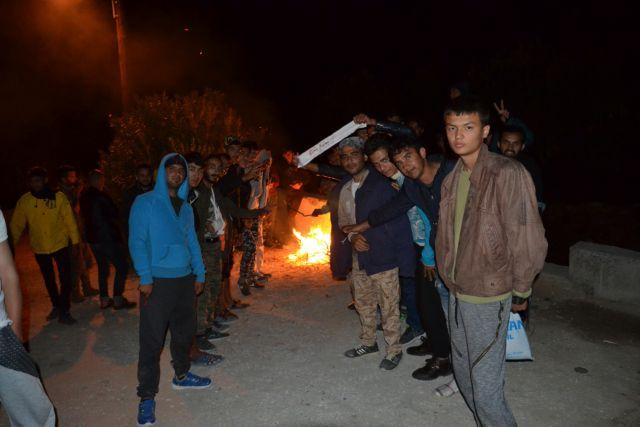 Κάτοικοι της Μυτιλήνης επιτέθηκαν σε μετανάστες | tovima.gr