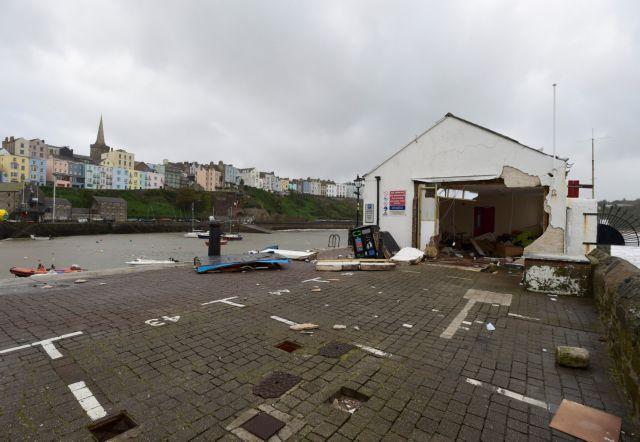 Σοβαρές ζημιές σε Αγγλία, Ουαλία και Ιρλανδία | tovima.gr