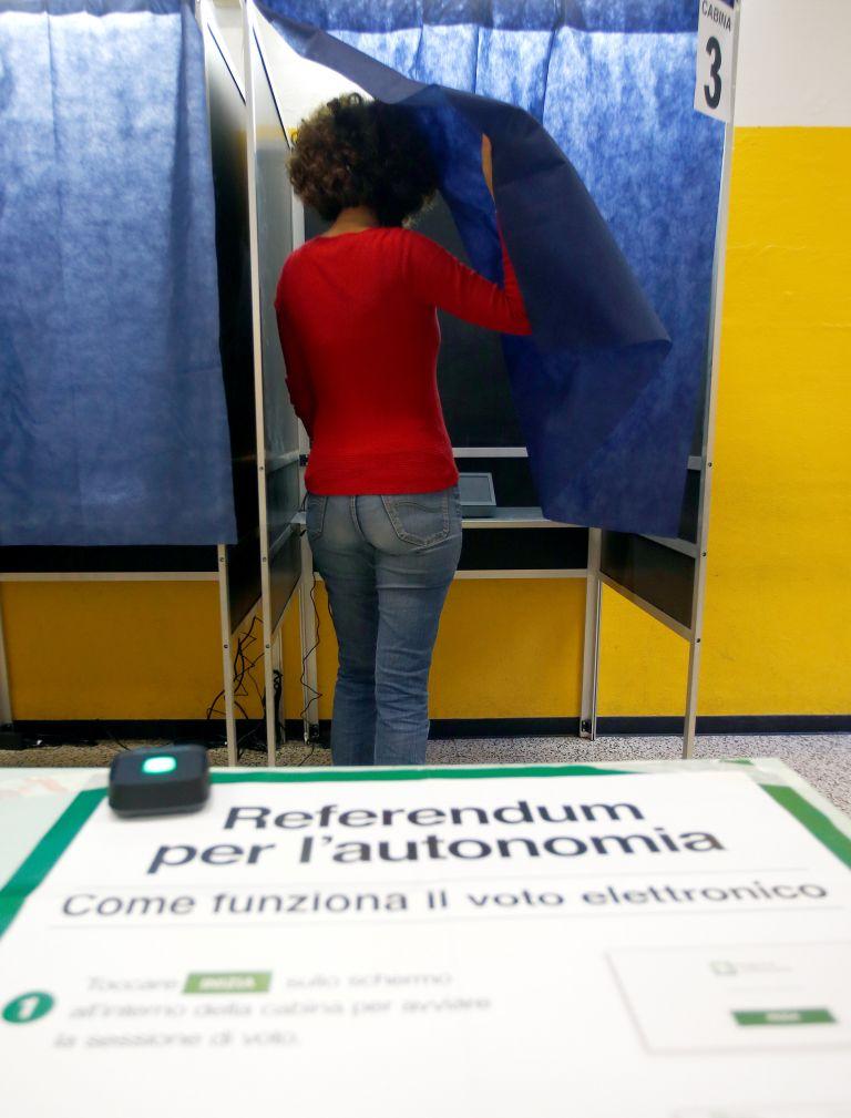 Χαμηλή προσέλευση στο δημοψήφισμα σε Βένετο-Λομβαρδία | tovima.gr