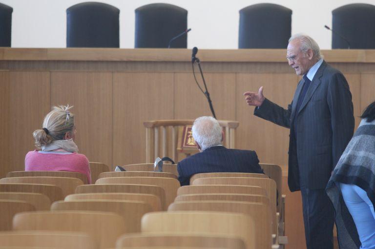 Αυλαία στη δίκη του Ακη – Δήμευση ακινήτων και τραπεζικών λογαριασμών 13 κατηγορουμένων | tovima.gr