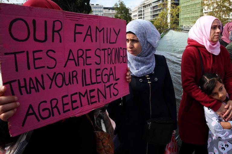 Refugees' hunger strike for family reunification | tovima.gr