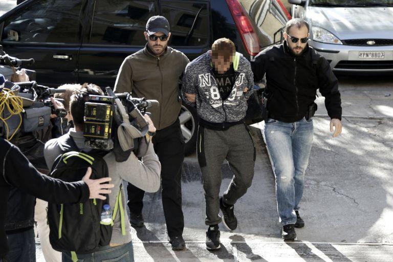 Δολοφονία Ζαφειρόπουλου: Ο σιγαστήρας και το τηλέφωνο «κλειδί» στην Κατερίνη   tovima.gr