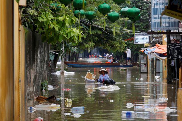 Βιετνάμ: Στους 69 οι νεκροί από τον τυφώνα Ντάμφρεϊ | tovima.gr