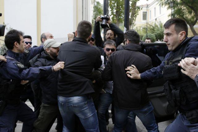 Ξυλοκόπησαν πάλι τον δολοφόνο της Δώρας στην Ευελπίδων | tovima.gr