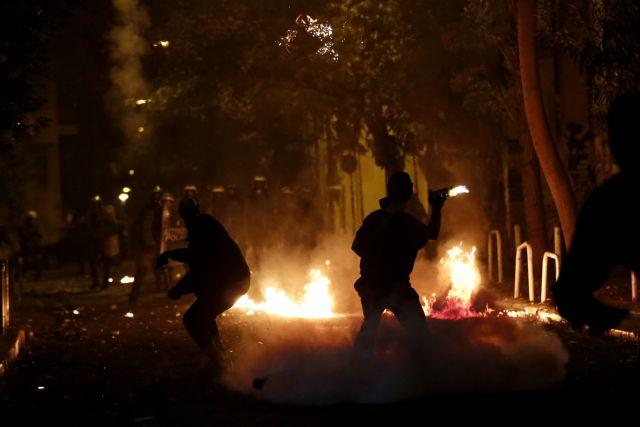 Επιθέσεις με μολότοφ γύρω από το Πολυτεχνείο | tovima.gr